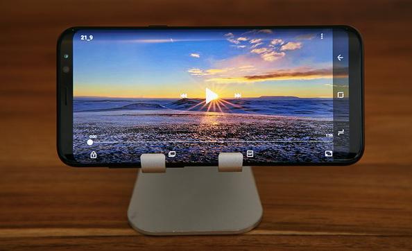 Photo of Samsung рассказала про «Infinity Display» у Galaxy S8 и S8+