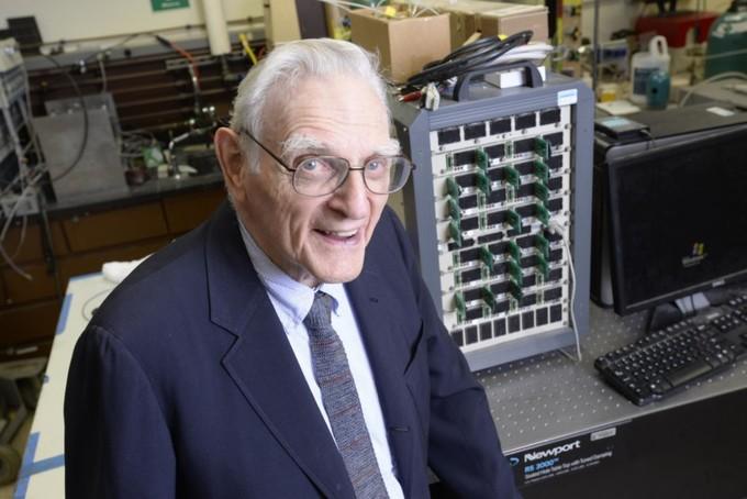 Photo of Создатель литий-ионных батарей разработал новый тип аккумулятора