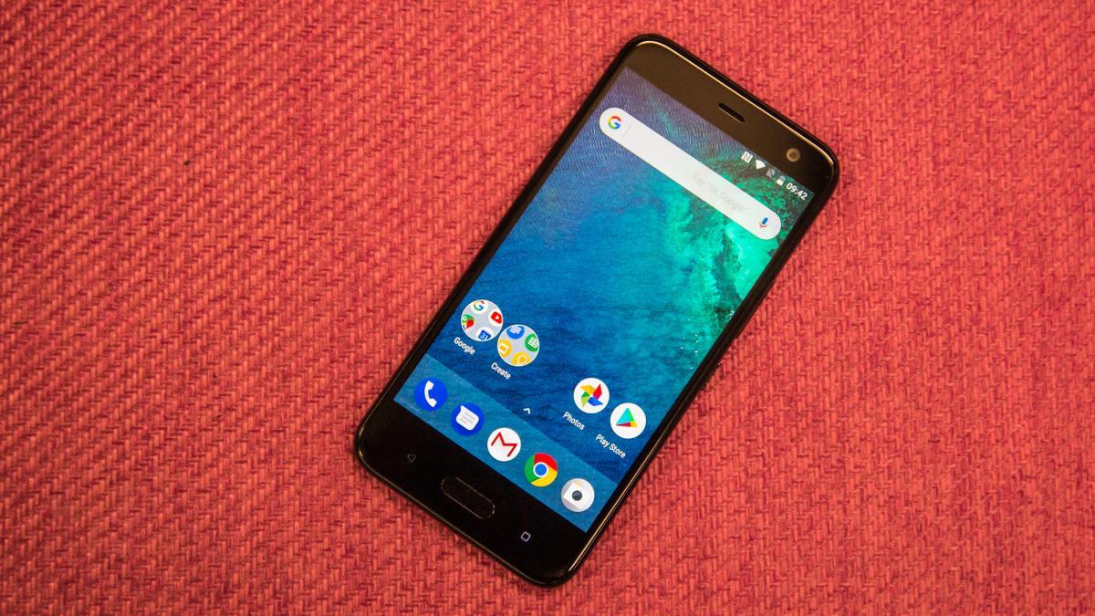 Photo of HTC U11 Life — стильный смартфон среднего уровня с Hi-Res звуком