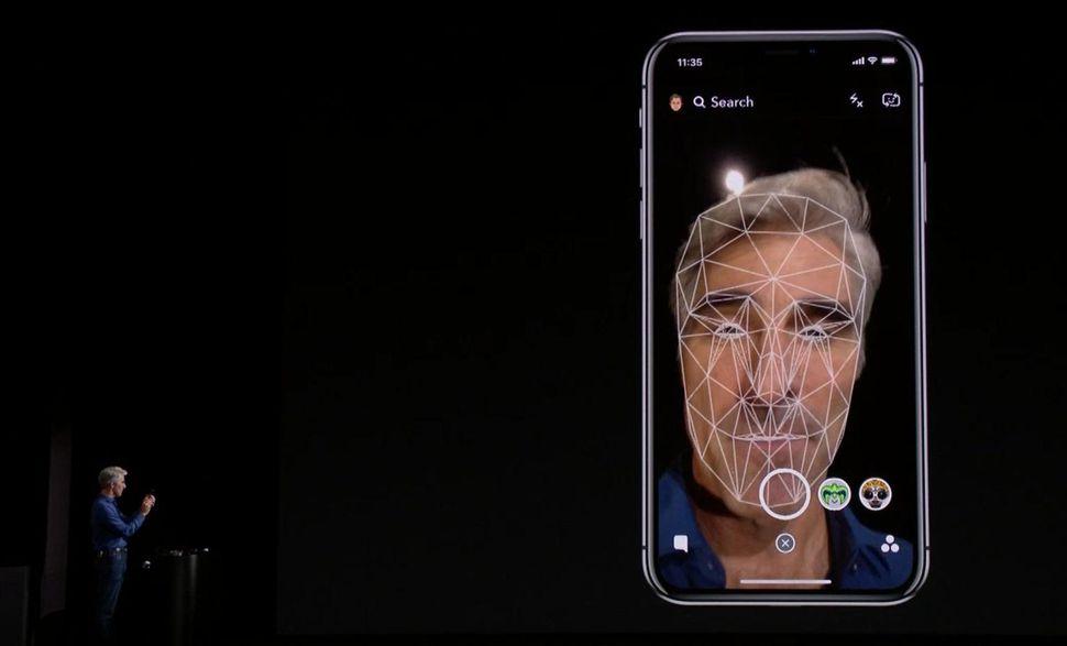 Apple заявила, что никакого сбоя в работе Face ID на презентации iPhone X не произошло
