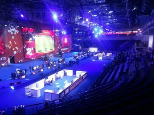 Photo of На турнир по FIFA 19 пришло около 10 человек. Власти Москвы выделили на него почти 40 миллионов рублей
