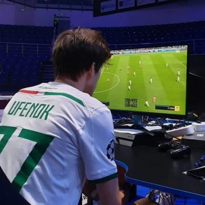 На турнир по FIFA 19 пришло около 10 человек. Власти Москвы выделили на него почти 40 миллионов рублей3